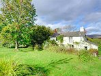Rose Cottage is a delightful detached cottage on a no-through road in Cwmllynfell, on the edge of Brecon Beacons...