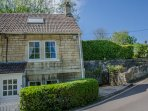 Lovely two bedroom cottage with parking, close to pubs, restaurants and shops