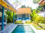 One bedroom Boutique villa with private plungepool & tropical open living