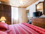 1. bedroom king size bed. TV