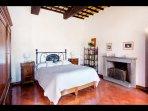 Indigo bedroom (with en-suite bathroom)