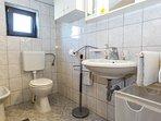 A1(2+2): bathroom with toilet