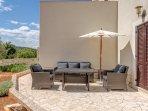 Terrasse - mit gemütlicher Sitzgruppe