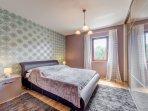 Schlafbereich  -  Schlafzimmer mit großem Schrank