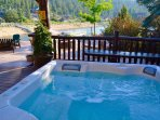 Hot tub with views and serenity
