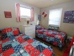 Bedroom w/ 2 Twins
