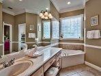 Destiny Escape - Master Suite Bath With Garden Tub