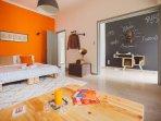 Modern Athens Apartment / Sleep6 / Private Yard