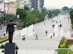 Nguyen Hue walk street: 450m from the house with a lot of food along the street