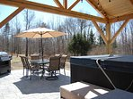 NEW patio, covered Jacuzzi