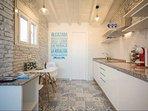 cucina, con finestra esterna con zanzariera e punti di interesse di Malaga