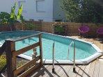 la piscine hors sol de 7,60m sur 3,50m sécurisée pour les enfants
