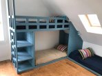 Room 6 - 2nd Floor - Two bunk beds (2x2) and a single bed, large sea view, en suite bathroom