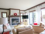 Seat, enjoy the fire or the tv; direct access to a large private balcony