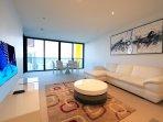 Amazing 2 bedroom apt with sensational views heart of Broadbeach