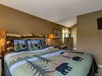King Bedroom on the 2nd Floor - Flat Screen TV-New furniture, bedding & accessories 2016 +  Attached Full Bath