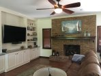 65' SMART TV, cable, WiFi, fireplace and comfortable furniture