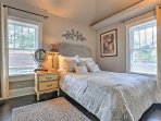 The 2nd cozy bedroom features a comfortable full-sized bed.