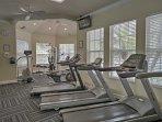 Mantenetevi in forma nel centro della comunità di fitness.