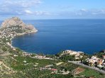 veduta del golfo, sullo sfondo il monte Capo Zafferano dove si trova Villa Denise