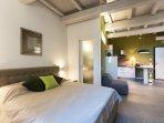 Appartamento Vicolo Fabbri, interno B. Monolocale con camera da letto, cucina e bagno.
