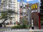 Central Tagaytay location near McCafe, KFC, Jollibee, 7-11, ATM, restaurants, shops and market area.