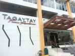 Tagaytay Prime Residences has car parking on 1st come 1st served basis. 50php parking cost extra.