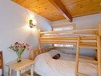 Guest bedroom with Queen bed & twin