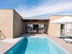 La villa avec sa piscine chauffée privée et son spa privé