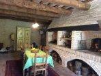 Casale Maggi, cucina e sala da pranzo con camini, piano terra, 40 mq