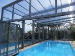 piscine privée et chauffée ici abri fermé