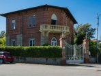 Villa focette in a quiet area of Marina di Pietrasanta 150 meters from the beach