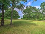 Beautiful shade trees in the backyard extend all the way to the lake!