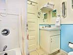 Colorful full bath with shower/tub combination.