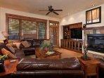 Emerald Lodge Liviing Room - 5110