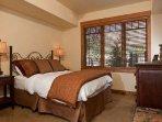 Emerald Lodge Queen Bedroom- 5110