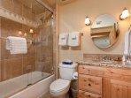 Emerald Lodge Bathroom - 5110
