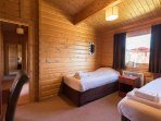 Greetham Valley Self Catering Lodge Twin Bedroom