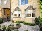 Welcome to Halfway House, in the famous Cotswold town of Broadway!