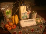 organic breakfast foods include eggs, bread, muesli, mil, baked beans and fruit. Chemical free.