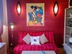 salon avec canapé - lit de qualité
