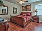 3rd Flr King Bedroom #4 w/ en-suite bathroom and walk-in closet