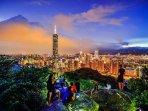 elephant mountain (xiangshan) hiking trail is 1 MRT station away