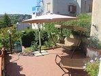 Esterno casa giardino con dondolo amaca