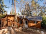 Treetop Cabin, sleeps fam. Of 4, near Shaver Lake, dining & groceries, Comfy...