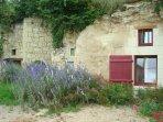 gîte semi-troglodyte situé dans un village viticole de charme près de Saumur.
