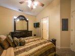 Master Bedroom w/ Queen Bed
