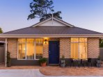 Pretty cottage in a peaceful safe neighbourhood close to Perth and Fremantle