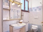 Residence Domaso_ one bedroom apartment_ bathroom