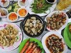 Sea food BBQ - 40 m away on Huynh Man Dat Street